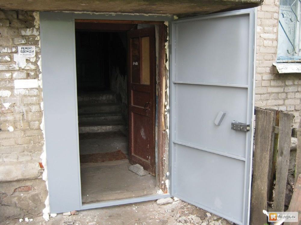 установка на подъезд железной двери